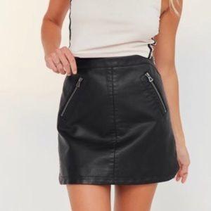 ✨NWT ✨Silence + Noise Faux Leather Skirt